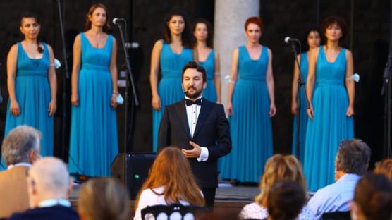 Türk kadın korosu Sirene, Tekfur Sarayı Müzesi'nde müzikseverlerle buluştu
